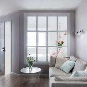 Раскладной диван в светлой комнате