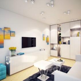Светлая мебель в комнате с белым потолком