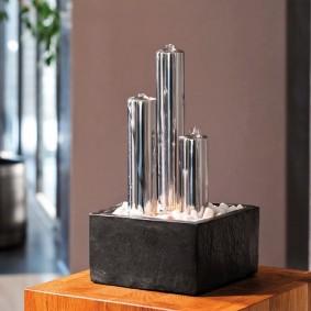Компактный фонтанчик для гостиной в стиле хай-тек