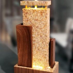 Настольный водопад на деревянной подставке