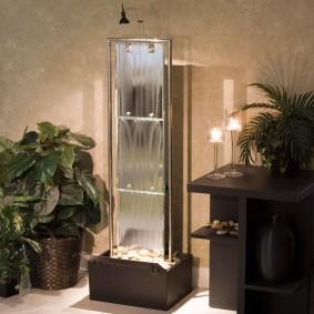 Напольный фонтан из стекла на хромированных стойках