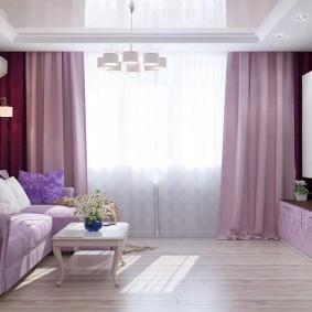 Светлые шторы в гостиной квартиры