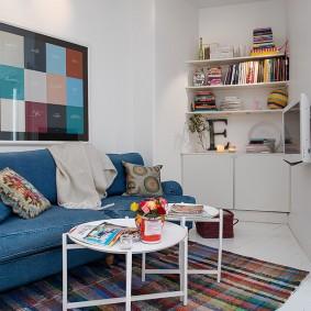 Джинсовая обивка синего дивана