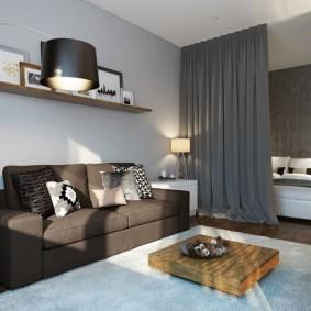 Серая штора между спальней и гостиной