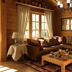 Мягкая мебель в комнате дома из бревна