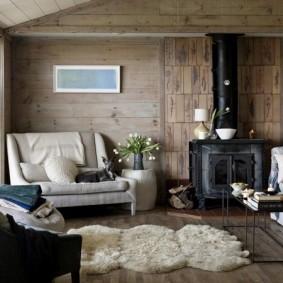 Кованный камин в деревянном доме