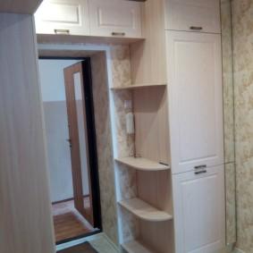 Угловые полки на встроенном холодильнике