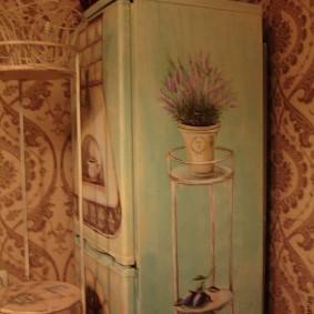 Роспись домашнего холодильника акриловыми красками