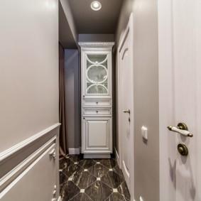 Встроенный холодильник в стиле классика