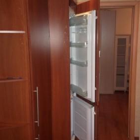 Встраиваемый холодильник в прихожую квартиры