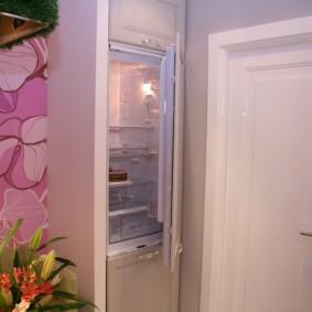 Незаметный холодильник с двумя камерами