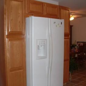 Белый холодильник в американском стиле