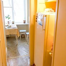 Освещение ниши с холодильником в коридоре