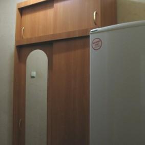 Шкаф с антресолью в прихожей хрущевки