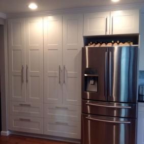 Встроенные шкафы в прихожей квартиры улучшенной планировки