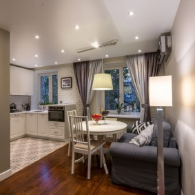 Освещение кухни-гостиной точечными светильниками