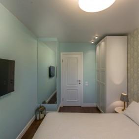Бумажные обои в маленькой спальне
