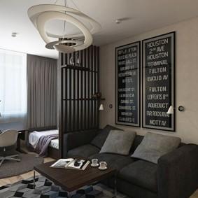 Серые подушки на диване в квартире
