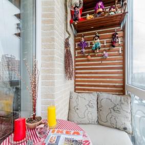 Уютное местечко для отдыха на балконе