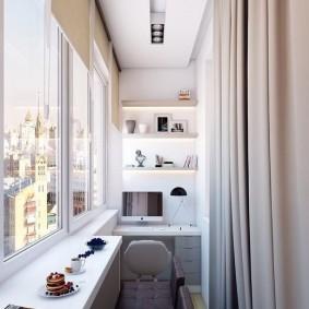 Домашний офис на балконе квартиры студии