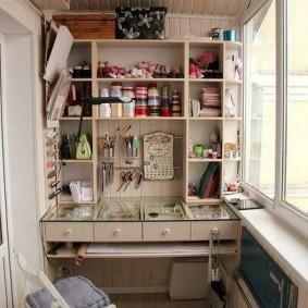Домашняя мастерская на утепленном балконе