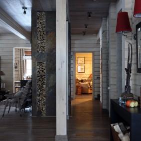 Длинный коридор в деревенском доме