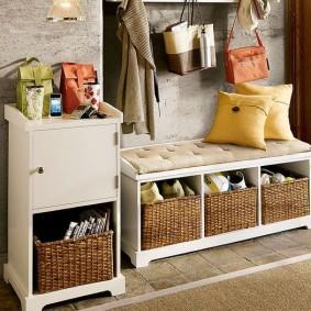 Плетенные ящики для обуви в прихожей