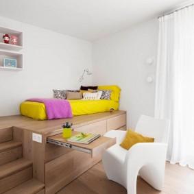 Подиум с кроватью в интерьере детской