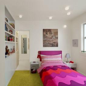 Детская кровать в узкой спальне