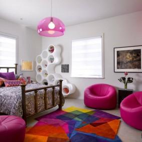 Бескаркасные кресла для подруг в комнате девочки