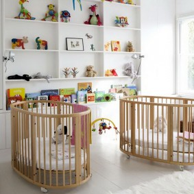Детские кроватки из деревянных планок