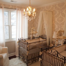 Бумажные обои в спальне младенцев