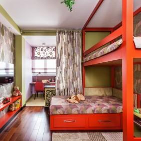Двухъярусная кровать красного цвета