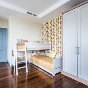 Спальные места в комнате девочек школьного возраста
