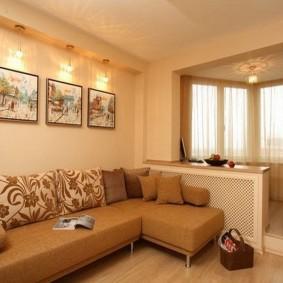Угловой диван в гостиной с лоджией
