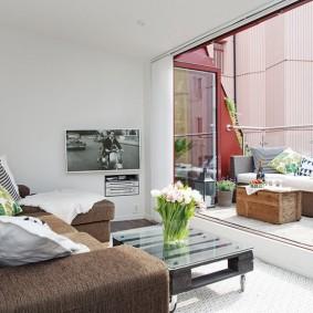Панорамное окно между балконом и гостиной