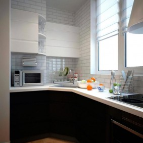 Кухня на балконе многоэтажного дома