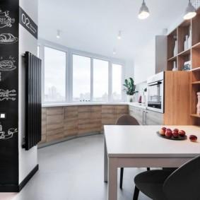 Грифельная поверхность на стене кухни