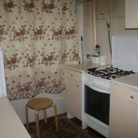 Уютная кухня в маленькой квартире