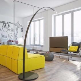 Желтый диван в интерьере квартиры