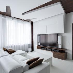 Черно-белый потолок в гостиной комнате