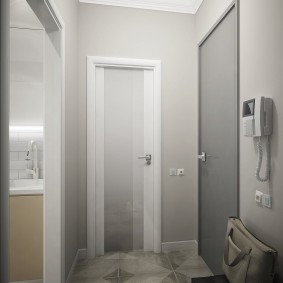 Светлая прихожая в двухкомнатной квартире
