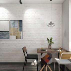 Обеденный столик в углу кухни