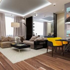 Светлый ковер в зоне отдыха гостиной