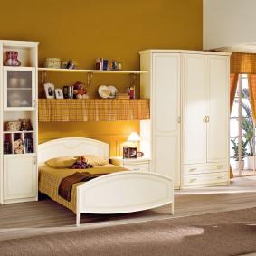 Белая мебель из натуральной древесины