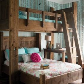 Массивная кровать для детей школьного возраста