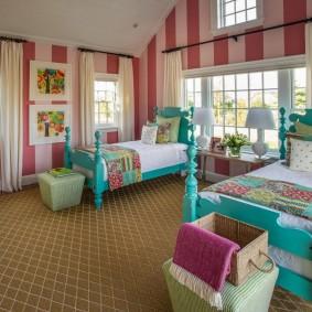 Деревянные кровати бирюзового цвета