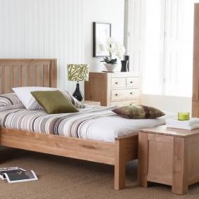 Кровать на деревянном каркасе для мальчика