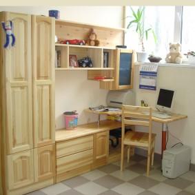 Уголок школьника с деревянной мебелью