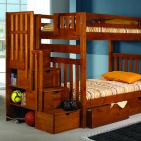 Выдвижные ящики в лесенке двухъярусной кровати